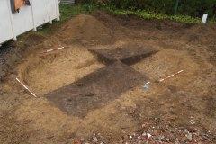 Latenská zahloubená chata po vykopání dvou čtvrtin výplně