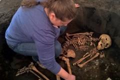 Aranžování hrobu ženy z eneolitu, Muzeum Komenského v Přerově